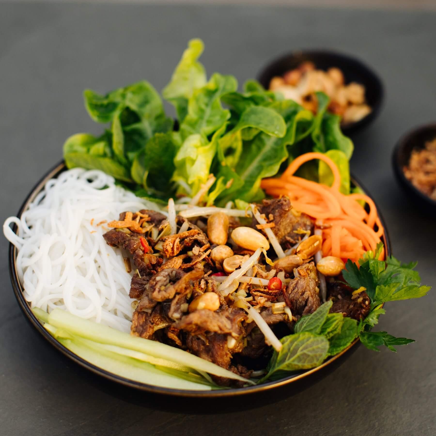 Vietnamesischer Salat mit Rindfleisch - Bun Bo Nam Bo