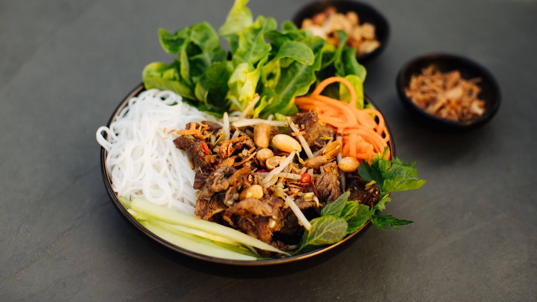 Vietnamesischer Salat mit Rindfleisch – Bun Bo Nam Bo