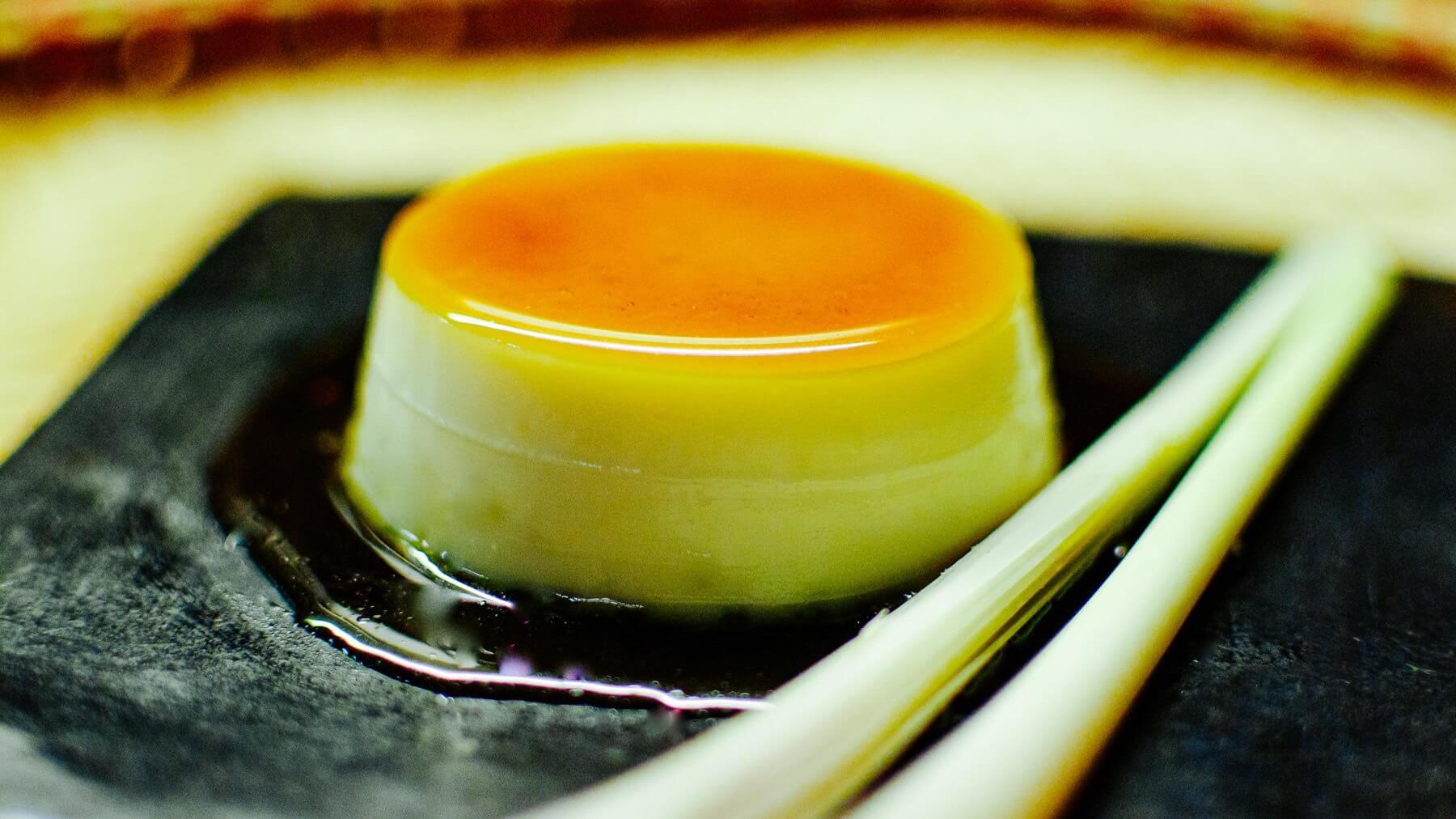 Crème Caramel mit Kokosmilch und Zitronengras