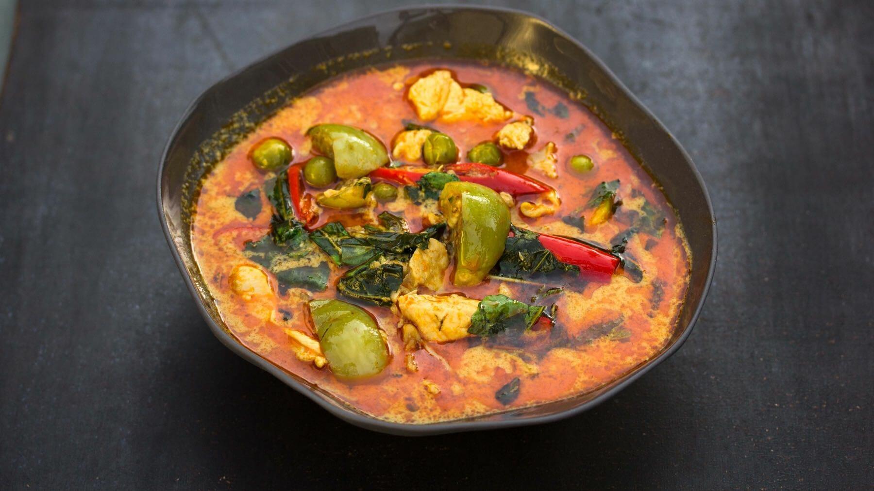 Rotes Thai-Curry mit Huhn - Gaeng Phed Gai
