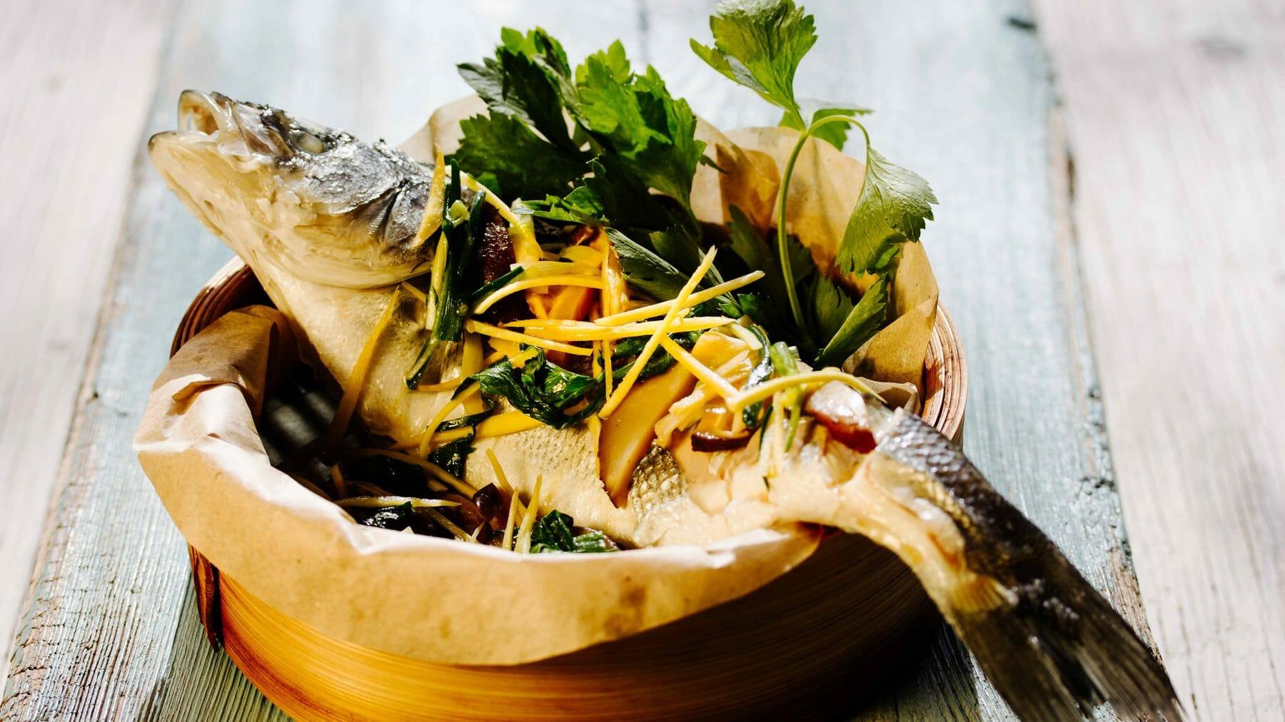 Gedämpfter Fisch mit Sojasauce und Ingwer - Plaa Neung See Ew