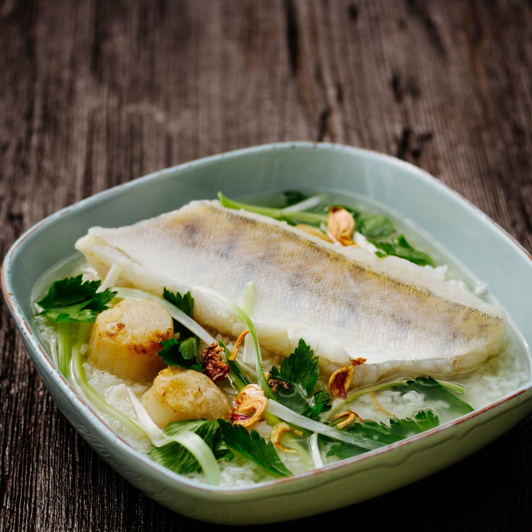 Reissuppe mit Wolfsbarsch - Khao Tom Pla