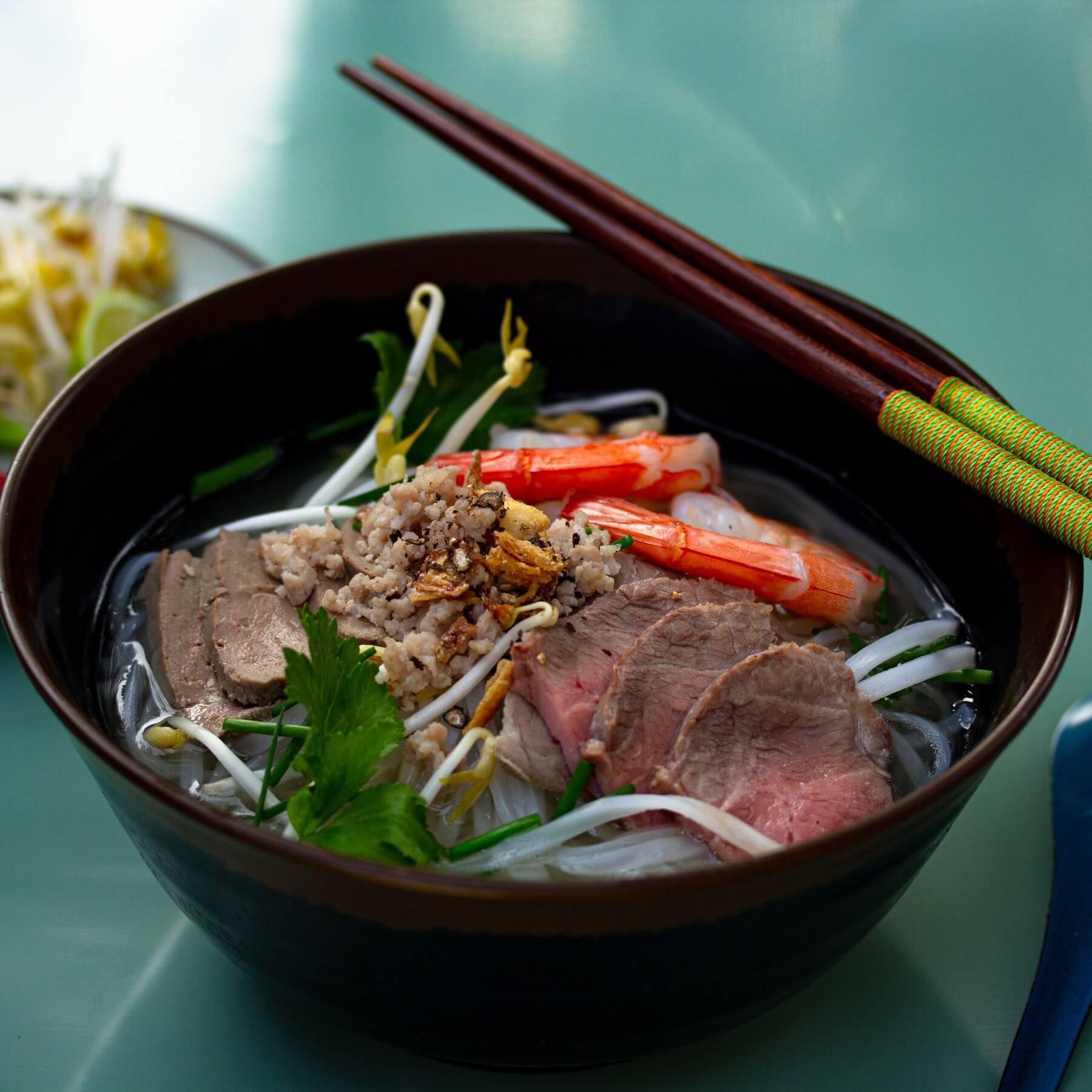 Nudelsuppe mit Shrimps und Schweinefleisch - Hu Tieu