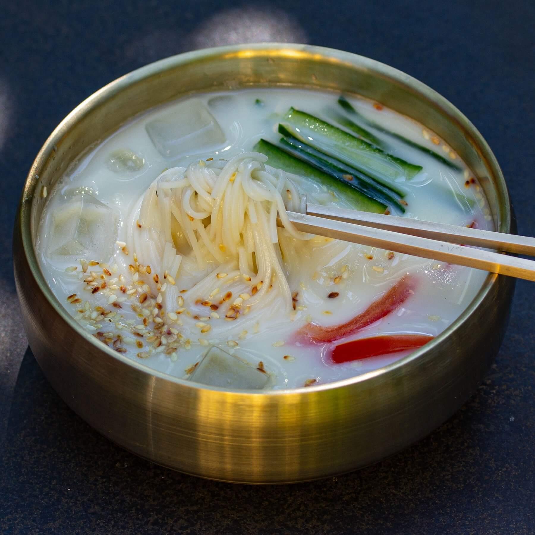 Erfrischende Sojamilch-Suppe aus Korea - Kong-Guksu