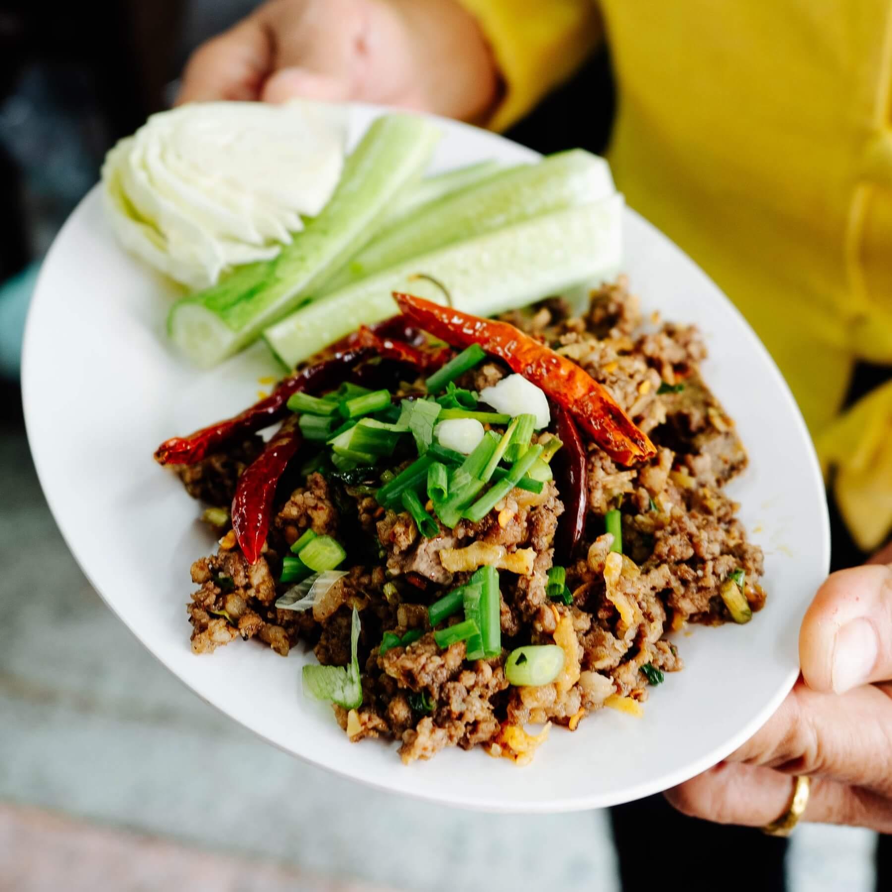 Laab Moo - Thai-Salat mit gehacktem Schweinefleisch - Laab Moo