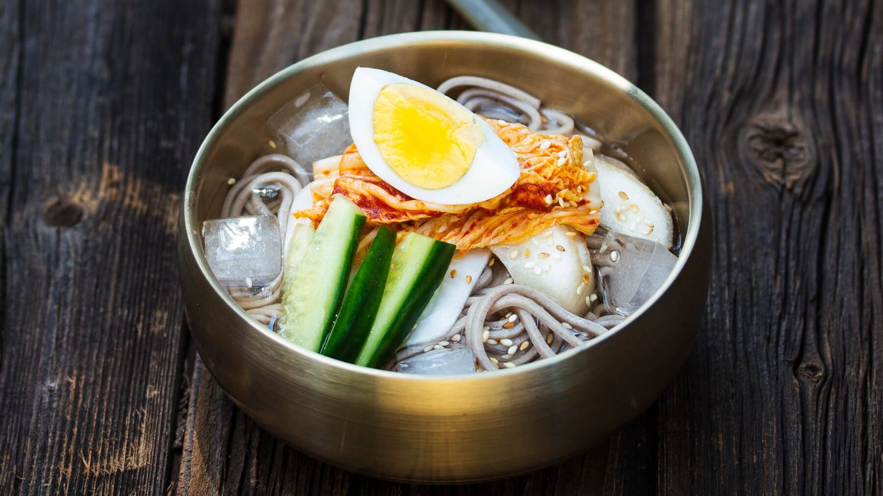 Sommerliche Nudelsuppe aus Korea - Mul-Naengmyeon