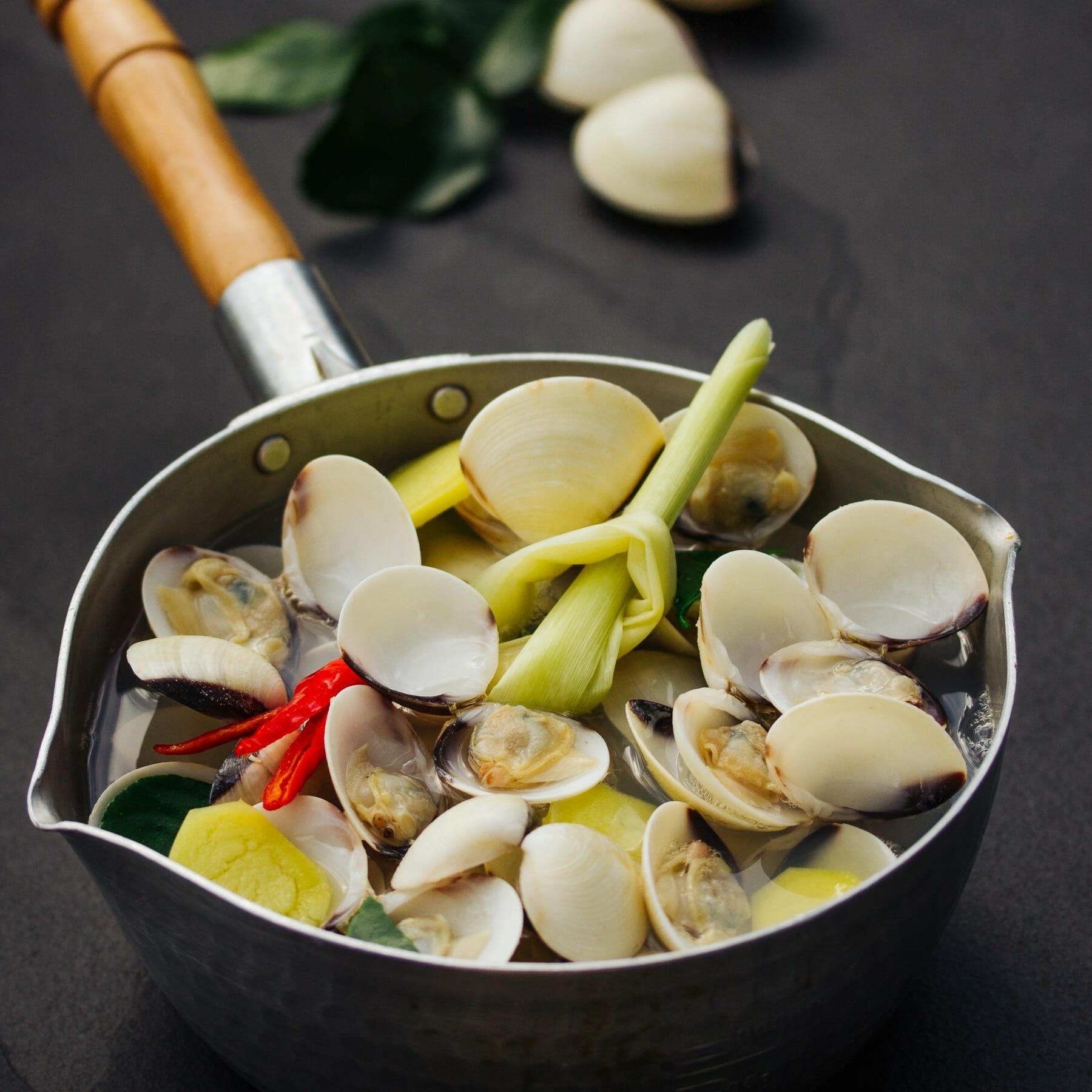 Muschelsuppe mit Ingwer und Zitronengras - Tom Takrai Hoy
