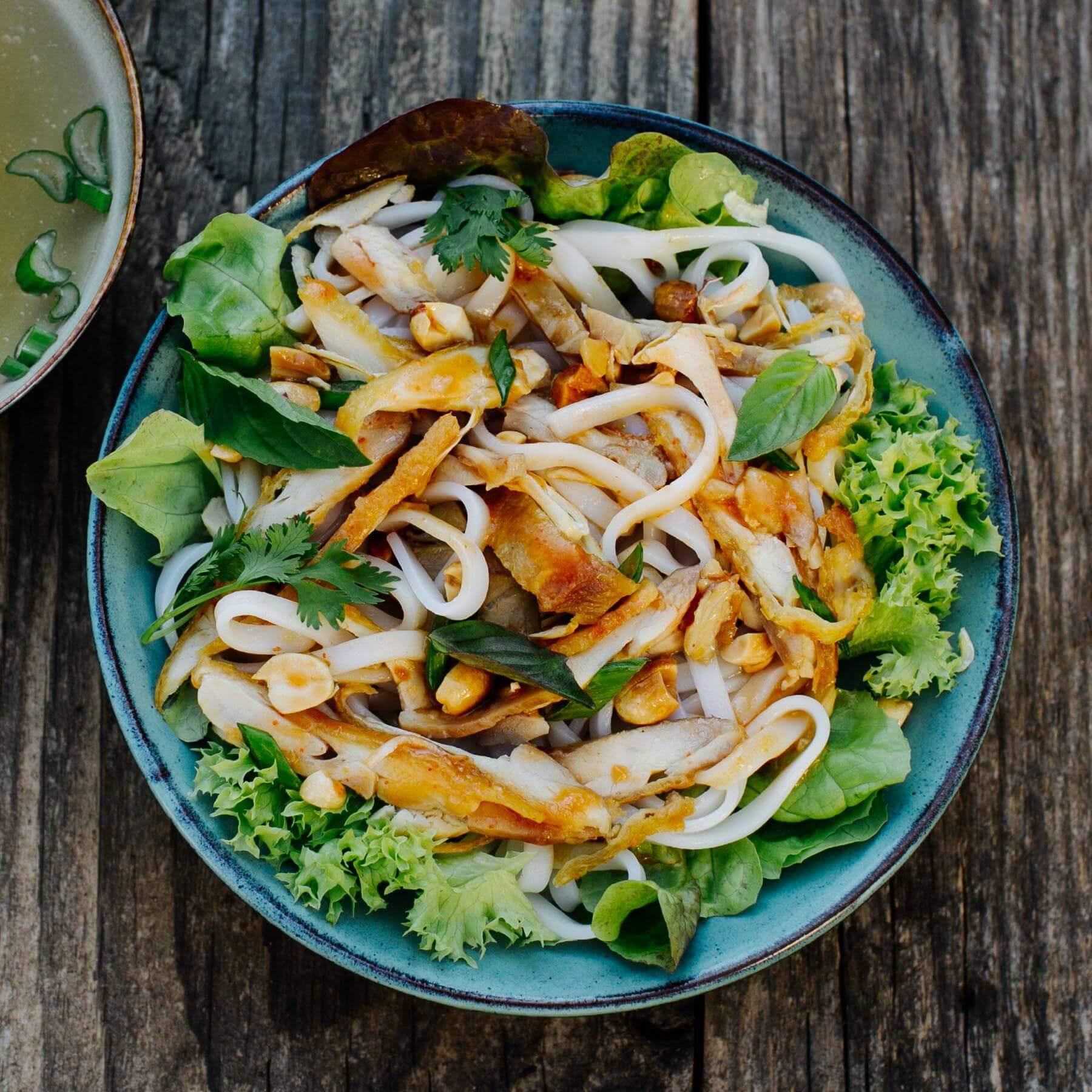 Vietnamesischer Hähnchensalat mit Pho-Nudeln