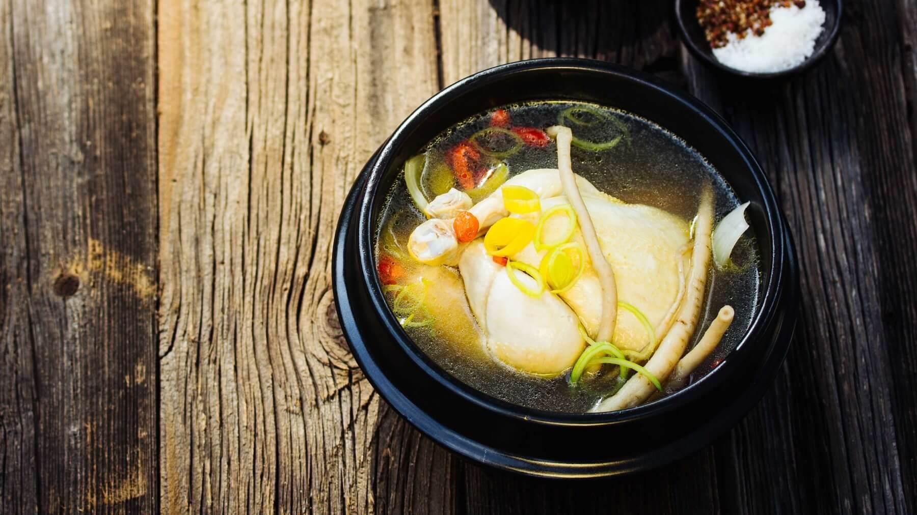 Koreanische Hühnersuppe mit Ginseng - Samgyetang