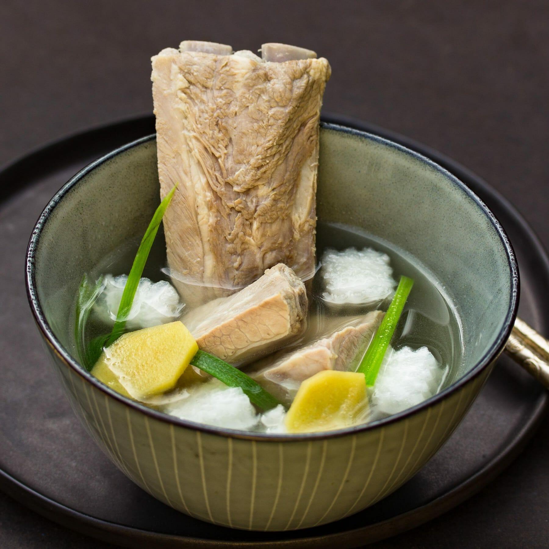 Suppe mit Schweinerippchen und Daikon - Pai Gu Luo Bo Tang