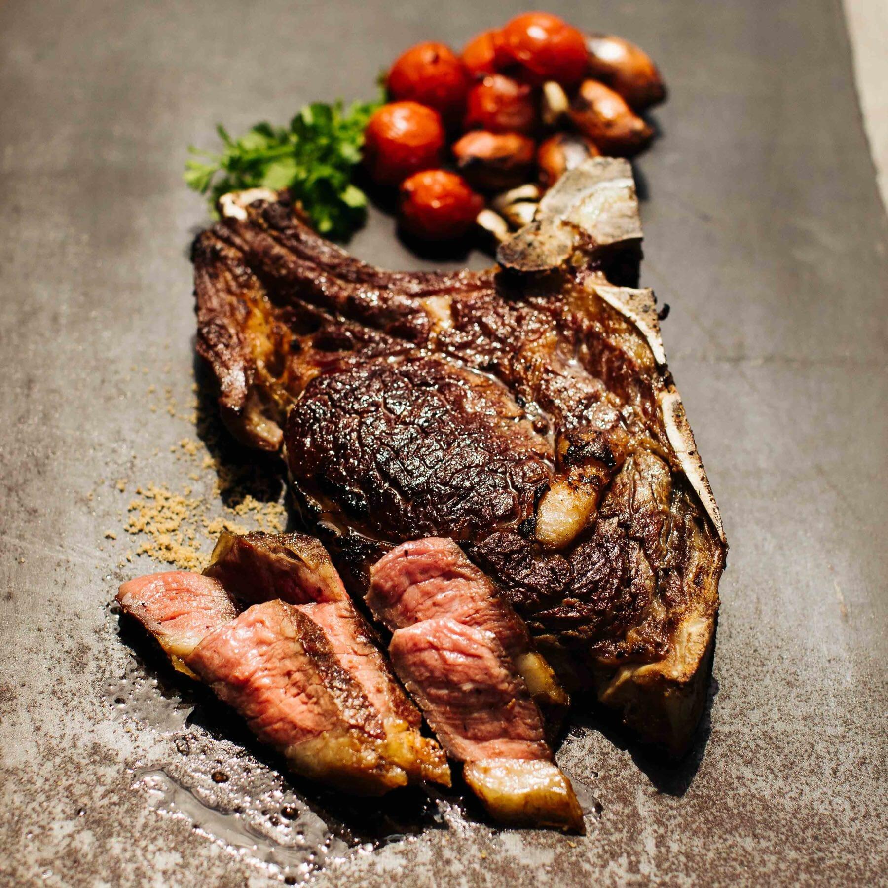 Gegrilltes Steak Thai-Style mit Grill-Tomaten-Sauce - Suea Ronghai